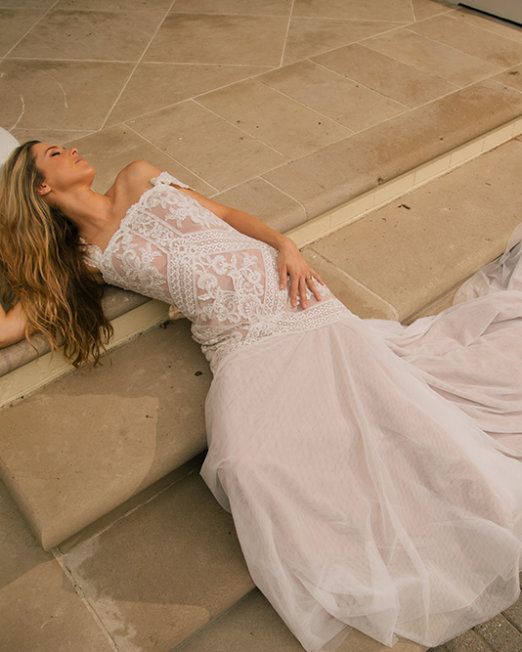 Olia-Zavozina_Wedding_Dress-lace-and-boho