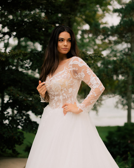 Olia-Zavozina_Wedding_Dress-lace-and-boho-and-ballgown